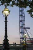 London-Bus und das London-Auge Stockfotografie