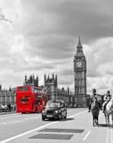 London bussar och caben Arkivfoton