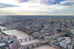London Cityscape på en klar eftermiddag Royaltyfri Fotografi