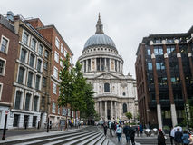London crowds walking toward St. Paul's cathedral on a rainy day Royalty Free Stock Photos