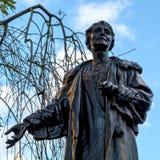 LONDON - DEC 9: Emmeline Pankhurst staty i Victoria Tower Gar Arkivfoto
