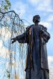 LONDON - DEC 9: Emmeline Pankhurst staty i Victoria Tower Gar Royaltyfri Fotografi