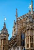LONDON - DEC 9: Fasad av den Westminster abbotskloster i London på December 9, Arkivfoton