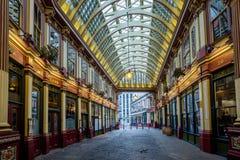 LONDON - DEC 20: Leadenhall marknad på en söndag i London på December Arkivfoton