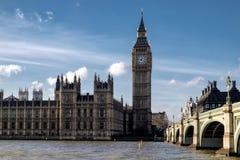 LONDON - DEC 9: Sikt av Big Ben och husen av parlamentet in fotografering för bildbyråer