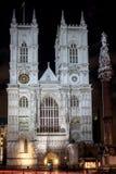 LONDON - DEC 20: Sikt av den Westminster abbotskloster på nattetid i Lond Arkivbild