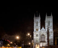 LONDON - DEC 20: Sikt av den Westminster abbotskloster på nattetid i Lond Royaltyfria Bilder