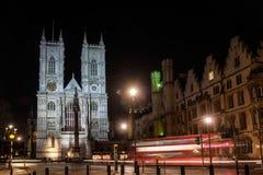 LONDON - DEC 20: Sikt av den Westminster abbotskloster på nattetid i Lond Arkivfoton
