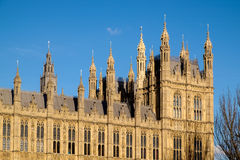 LONDON - DEC 9: Sikt av husen av parlamentet i London på D arkivbild