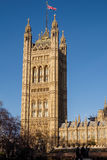 LONDON - DEC 9: Sikt av husen av parlamentet i London på D royaltyfria foton