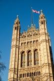 LONDON - DEC 9: Sikt av husen av parlamentet i London på D fotografering för bildbyråer