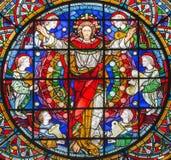 London - den återuppväckte Jesus Christ bland änglarna på målat glass i kyrkaSten Michael Cornhill Royaltyfria Bilder