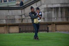 London: Der größte Mann der Welt und der kürzeste Mann treffen sich auf Guinness-Weltrekord Lizenzfreie Stockbilder