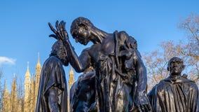 LONDON - 9. DEZEMBER: Die Burghers von Calais-Statue in Victoria Tower stockfotos