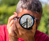 London - die Turm-Brücke auf der Linse eines Fotografen Lizenzfreie Stockfotos