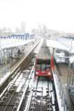 London DLR, hamnkvarter tänder järnvägen. Royaltyfria Bilder