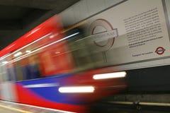 London DLR, hamnkvarter tänder järnvägen. Royaltyfria Foton