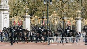 London, England - 4. April 2017 - das Ändern des Schutzes an B Stockbild