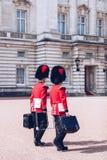 London, England - 4. April 2017 - das Ändern des Schutzes an B Lizenzfreies Stockfoto