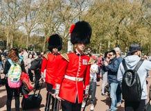 London, England - 4. April 2017 - das Ändern des Schutzes an B Stockfoto