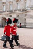 London, England - 4. April 2017 - das Ändern des Schutzes an B Stockbilder