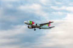 LONDON, ENGLAND - AUGUST 22, 2016: CS-TTK TAP Portugal Airbus A319 Landing in Heathrow Airport, London. Royalty Free Stock Photo