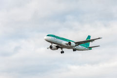 LONDON, ENGLAND - AUGUST 22, 2016: EI-CVA Aer Lingus Airbus A320 Landing in Heathrow Airport, London. Airplane is Landing in London, Heathrow Airport. United stock image