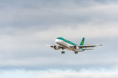 LONDON, ENGLAND - AUGUST 22, 2016: EI-DEE Aer Lingus Airbus A320 Landing in Heathrow Airport, London. Airplane is Landing in London, Heathrow Airport. United royalty free stock photography