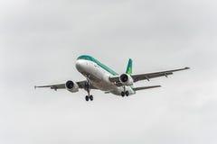 LONDON, ENGLAND - AUGUST 22, 2016: EI-DEG Aer Lingus Airbus A320 Landing in Heathrow Airport, London. Stock Photography