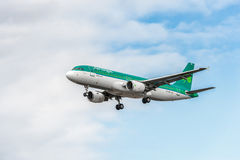 LONDON, ENGLAND - AUGUST 22, 2016: EI-DVE Aer Lingus Airbus A320 Landing in Heathrow Airport, London. Stock Images