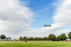 LONDON, ENGLAND - AUGUST 22, 2016: EI-EDS Aer Lingus Airlines Airbus A320 Landing in Heathrow Airport, London. Airplane is landing in London, England. Heathrow stock images