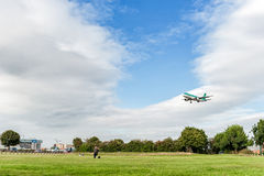 LONDON, ENGLAND - AUGUST 22, 2016: EI-EDS Aer Lingus Airlines Airbus A320 Landing in Heathrow Airport, London. Airplane is landing in Heathrow Airport, London stock photos