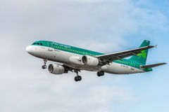LONDON, ENGLAND - AUGUST 22, 2016: EI-EDS Aer Lingus Airlines Airbus A320 Landing in Heathrow Airport, London. Airplane is Landing in Heathrow Airport. London stock image