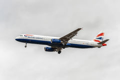 LONDON, ENGLAND - AUGUST 22, 2016: G-MEDJ British Airways Airbus A321 Landing in Heathrow Airport, London. Royalty Free Stock Photography