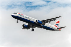 LONDON, ENGLAND - AUGUST 22, 2016: G-MEDL British Airways Airbus A321 Landing in Heathrow Airport, London. G-MEDL British Airways Airbus A321 Landing in Royalty Free Stock Photos