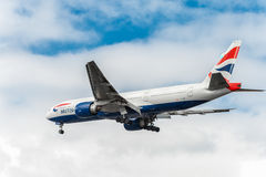 LONDON, ENGLAND - AUGUST 22, 2016: G-VIID British Airways Boeing 777 Landing in Heathrow Airport, London. G-VIID British Airways Boeing 777 Landing in Heathrow Royalty Free Stock Photos