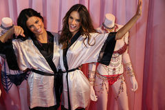LONDON, ENGLAND - DECEMBER 02: Adriana Lima(L) and Alessandra Ambrosio (R) pose backstage Royalty Free Stock Images