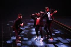 LONDON ENGLAND - DECEMBER 02: Dansare utför på den årliga Victoria's Secret modeshowen Royaltyfri Foto