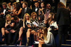 LONDON ENGLAND - DECEMBER 02: Gäster deltar i den Victoria's Secret modeshowen 2014 Front Row & Pre-coctail mottagande Royaltyfri Fotografi