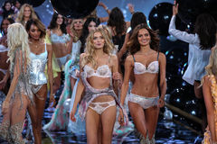 LONDON, ENGLAND - DECEMBER 02: Models (L-R) Jourdan Dunn; Lily Donaldson; Barbara Fialho during 2014 VS Fashion Show finale Royalty Free Stock Image