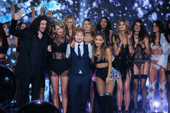 LONDON, ENGLAND - DECEMBER 02: Models pose with performers Hozier, Taylor Swift, Ed Sheeran and Ariana Grande during the 2014 VS Royalty Free Stock Photos