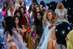 LONDON, ENGLAND - DECEMBER 02: Models during 2014 VS Fashion Show finale Royalty Free Stock Photos