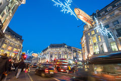LONDON, ENGLAND – DECEMBER 30, 2014: Oxford street on sale sea Stock Photography