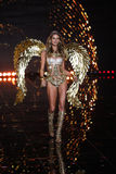 LONDON, ENGLAND - DECEMBER 02: Victoria's Secret model Behati Prinsloo walks the runway Royalty Free Stock Photos