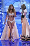 LONDON, ENGLAND - DECEMBER 02: Victoria's Secret model Doutzen Kroes walks the runway Royalty Free Stock Photography