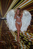 LONDON, ENGLAND - DECEMBER 02: Victoria's Secret model Doutzen Kroes walks the runway Stock Images