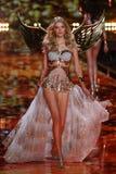 LONDON, ENGLAND - DECEMBER 02: Victoria's Secret model Lily Donaldson walks the runway Royalty Free Stock Photos