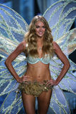 LONDON, ENGLAND - DECEMBER 02: Victoria's Secret model Lindsay Ellingson walks the runway Royalty Free Stock Photos
