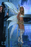 LONDON, ENGLAND - DECEMBER 02: Victoria's Secret model Lindsay Ellingson walks the runway Stock Photo