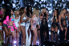 LONDON, ENGLAND - DECEMBER 02: Victoria's Secret models pose together during the show finale Royalty Free Stock Photos